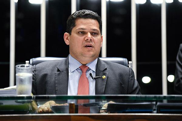 Alcolumbre afirma que vai cumprir acordo com os líderes partidários