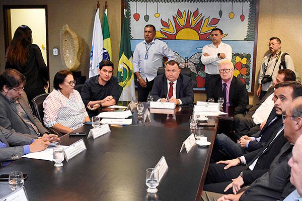 Fátima Bezerra participa, na Assembleia Legislativa, de reunião da Frente Municipalista