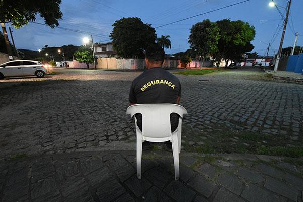 Nas ruas, maioria dos vigias afirma que a atuação na proteção dos moradores tem limites
