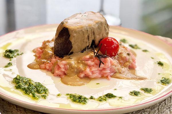 No Thomé: Mignon ao poivre com risoto de queijo do reino