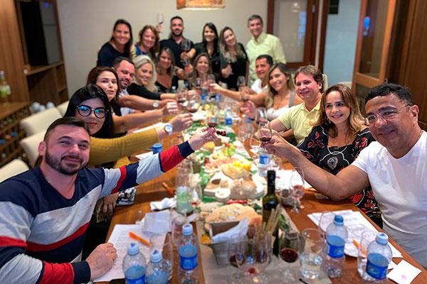 Reunião de amantes do vinho recomenda: para cada taça de vinho, beba duas de água