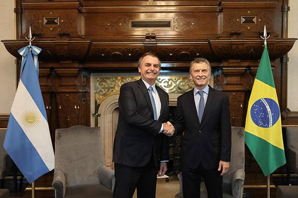 Durante visita à Argentina, Bolsonaro pediu aos argentinos que votem com a razão