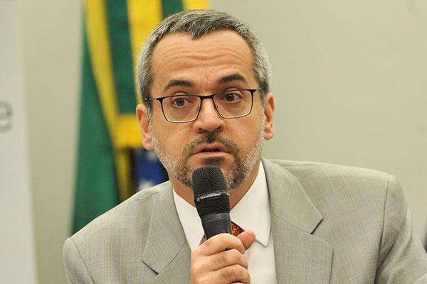 Revisão foi requisitada pelo ministro da Educação, Abraham Weintraub, e estudos estão em curso