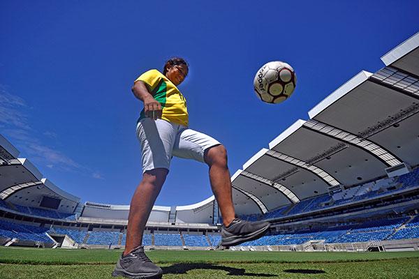 A potiguar Suzana da Silva, 44 anos, disputou o Mundial da FIFA de 1999, ficou com a terceira colocação numa época em que o futebol feminino era visto com muito mais preconceito