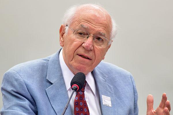 Economista e ex-presidente do Banco Central, Affonso Celso Pastore afirma que a equipe econômica é preparada, mas alerta para os setores ideológicos