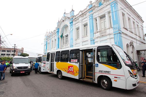 Trânsito nas proximidades da sede da Prefeitura do Natal está lento