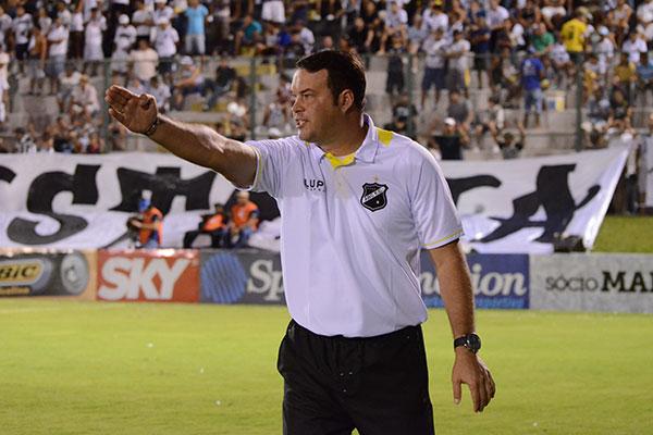 Diferença da pedida de Roberto Fernandes e aquilo que o clube queria pagar, atrasou o acordo