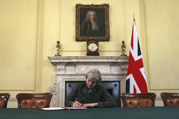 Theresa May deixou a liderança do partido após renunciar o cargo