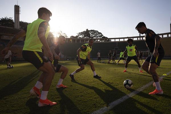 Seleção Brasileira realiza primeiro treino no Pacaembu, em São Paulo