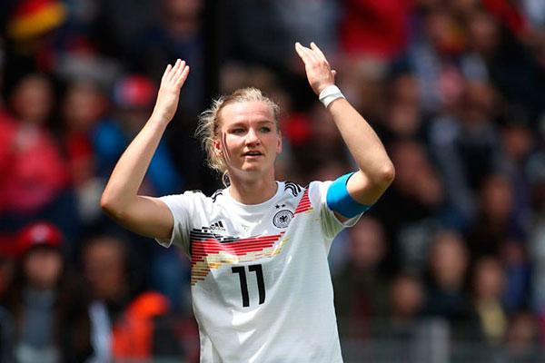 Jogadora Popp é um dos destaques da seleção alemã