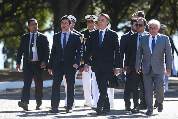 Sérgio Moro (segundo da esquerda para a direita) deve mensagens trocadas com Deltan Dallagnol divulgada por site