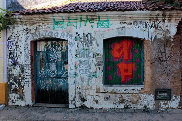 Parte dos prédios da Rua Chile está sem uso. As poucas casas sentem o esvaziamento do público