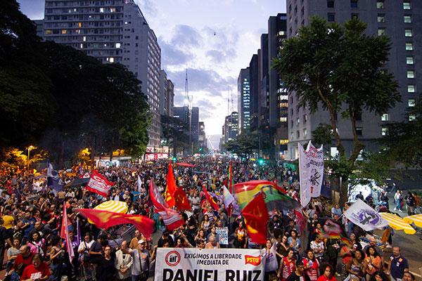 Na Avenida Paulista, em São Paulo, milhares de pessoas se reuniram para protestar contra o governo do presidente Jair Bolsonaro