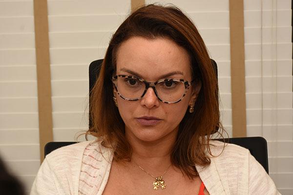 Liana Berúcia alerta para o baixo número de profissionais especialistas na rede pública. O problema é maior no interior do Estado