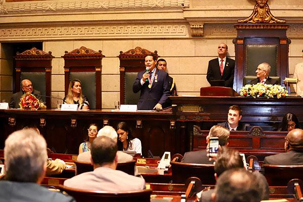 Vice-presidente Hamilton Mourão discursa na Câmara Municipal do Rio de Janeiro
