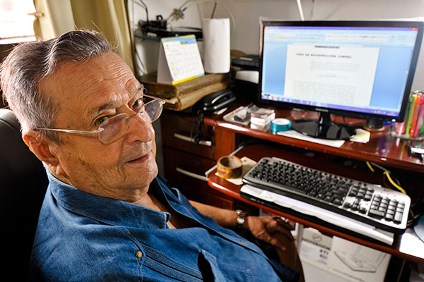Lenine Pinto lançou em 2015  O mando do mar, em que reforma tese sobre o Descobrimento
