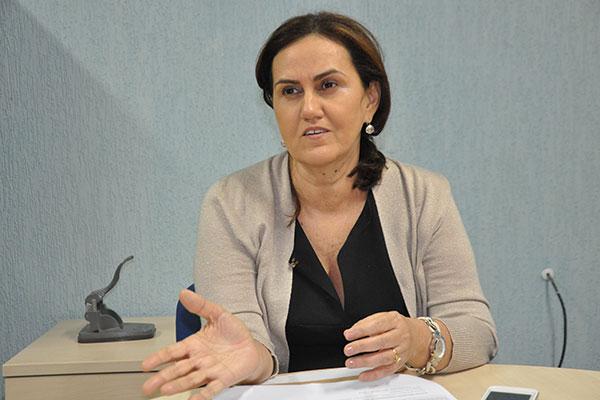 Secretária de Administração, Virgínia Ferreira publica os estudos sobre recursos humanos do Estado