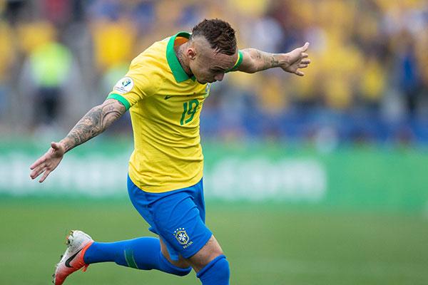 Cebolinha conquistou uma vaga no time titular de Tite graças aos gols e as excelentes atuações