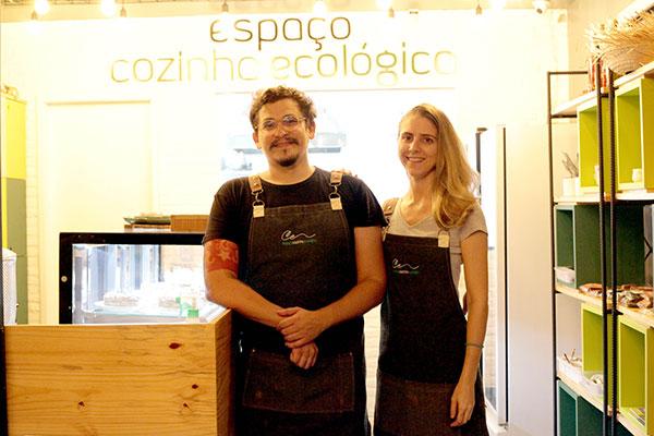 Os chefs Deborah Sá e Marcelo Pê criam novas alquimias veganas para o Espaço CozinhaEcológica