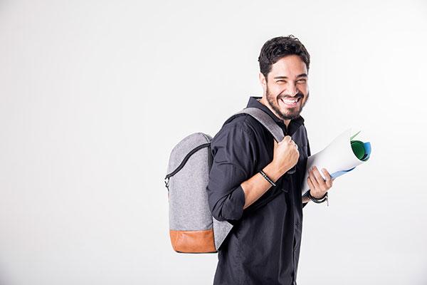 Diogo Almeida faz humor com sua vida como professor