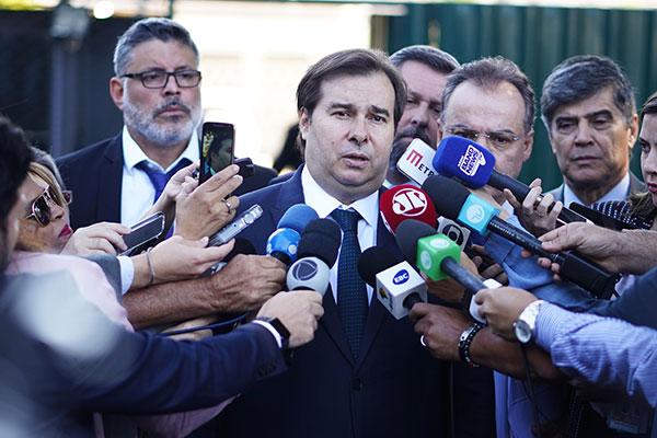 Rodrigo Maia afirma que o plenário da Câmara deve apreciar a proposta no próximo mês