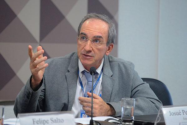 Josué Pelegrini aponta no estudo que a situação das previdências estaduais é cada vez mais grave