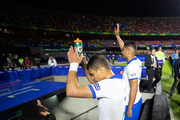 A CBF foi multada pela Conmebol devido a gritos homofóbicos na partida de estreia do Brasil contra a Bolívia na Copa América 2019