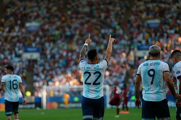 Atacante da Internazionale, Lautaro tem convocações recentes para a seleção argentina, onde joga ao lado de Messi