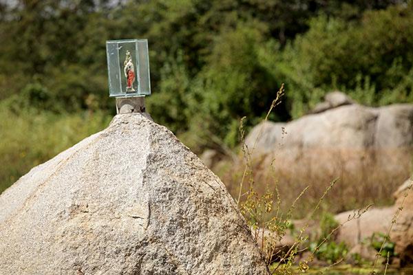 A Lagoa do Santo ganhou esse nome porque durante uma escavação feita na área foi encontrada uma imagem de Santo Antônio, que é mantida até hoje sobre uma das rochas do local