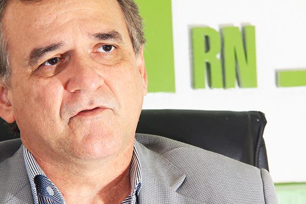 Geraldo Ferreira, do Sindicato do Médicos, fala sobre parada