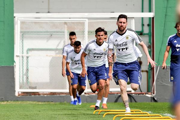 Messi preocupa por ser maior craque em atividade no futebol, mas retrospecto é bom para o Brasil