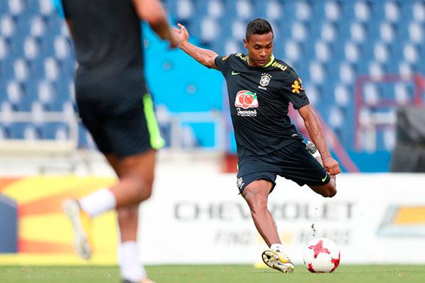 Alex Sandro ganhou a confiança do técnico Tite e a vaga entre os titulares para a final de amanhã