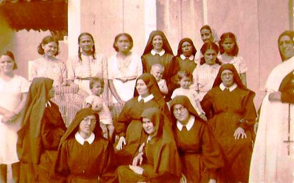 Ambientado em 1926, o livro conta a história de Francisca que aos doze ano chega ao orfanato