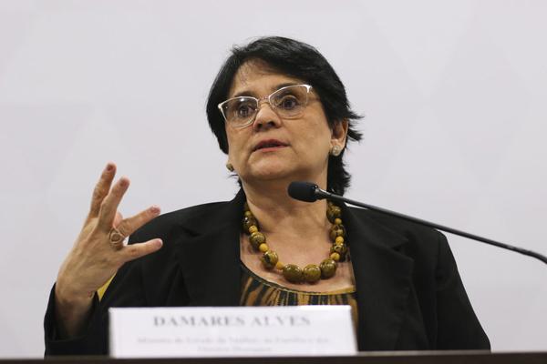A ministra da Mulher, Família e Direitos Humanos, Damares Alves