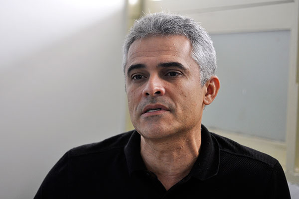 Pacientes chegam em estado crítico , diz médico Ariano Oliveira
