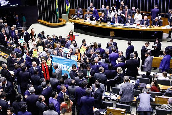 Maioria dos deputados federais rejeita a tentativa da oposição de retirar a proposta da pauta do plenário da CâmaraCâmara dos Deputados Federais, em Brasília