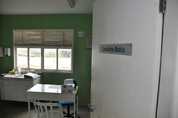 Em inúmeras cidades do país, principalmente as mais distantes dos grandes centros urbanos, consultórios médicos seguem vazios