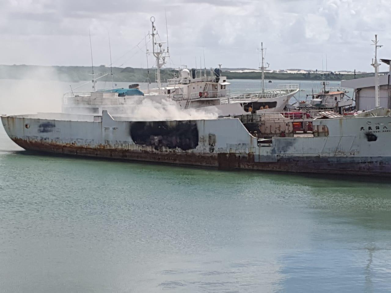 Embarcação chinesa foi atingida por incêndio