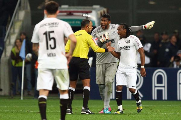 O caso de racismo envolvendo Aranha, então goleiro do Santos, foi um dos mais recentes e emblemáticos do futebol nacional; Grêmio chegou a ser expulso da Copa do Brasil