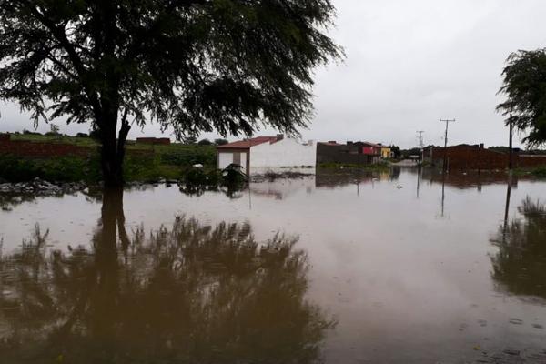 O prefeito de Coronel João Sá, Carlinos Sobral, decretou estado emergência no município devido à inundação causada pelo transbordamento do Rio dos Peixes que passa pela cidad