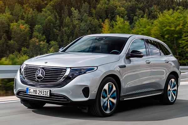 O Mercedes-Benz EQC, elétrico, tem linhas discretas e muito bem concebidas. Um autêntico SUV