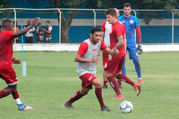 Volante César Sampaio chegou e atuou apenas contra Jacuipense, mas teve o contrato prorrogado