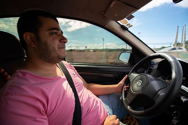 Paulo Henrique de Morais, 28 anos, trabalhava no setor de  indústria de energia eólica. Há dois anos, atua como Uber.