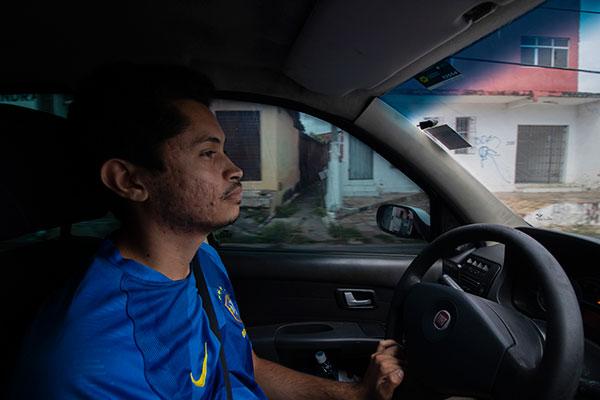 Marcelo Teixeira, 29 anos, é formado em Redes de Computadores. Trabalha como motorista de aplicativo há 10 meses