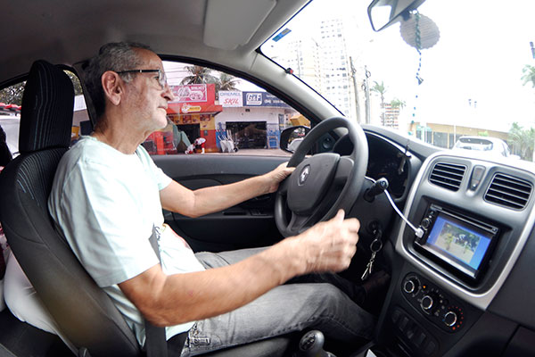 José Ribamar Câmara de Medeiros, 69 anos, é professor aposentado. Trabalha como motorista de aplicativo há 4 meses