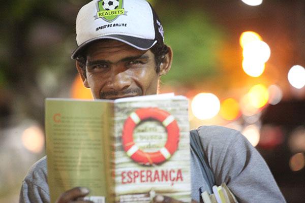 José César conta que criou carinho pelos livros e que o que faz hoje é o melhor trabalho que já teve