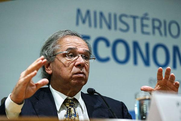 Paulo Guedes confirmou que, a partir de agora, os saques das contas poderão ser feitos anualmente