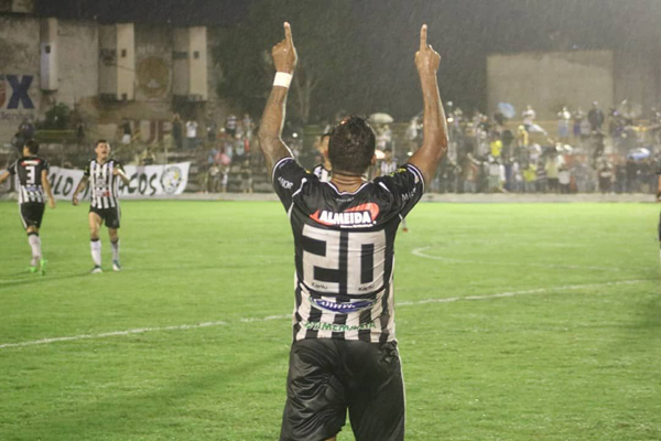 O pulso ainda pulsa: Marcelinho Paraíba marcou aos 44 do segundo tempo e deu vitória ao Treze sobre o Globo