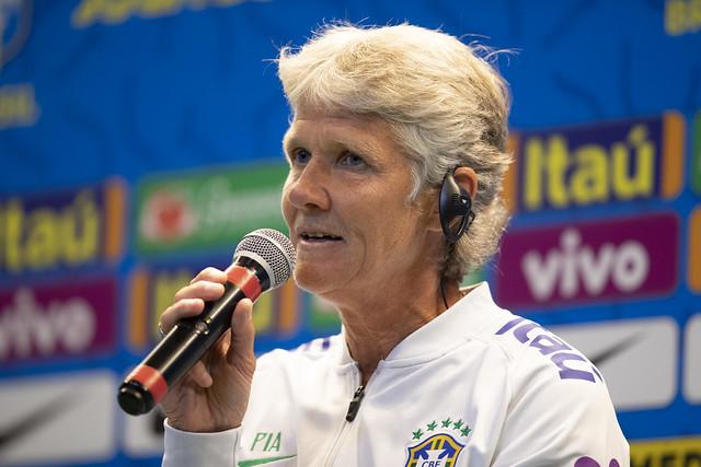 A sueca que comanda a Seleção Brasileira continua realizando atividades e planejando o retorno do futebol feminino após a pandemia