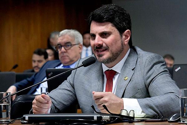 Senador Marcos do Val apresentou o relatório ao texto na Comissão de Constituição e Justiça